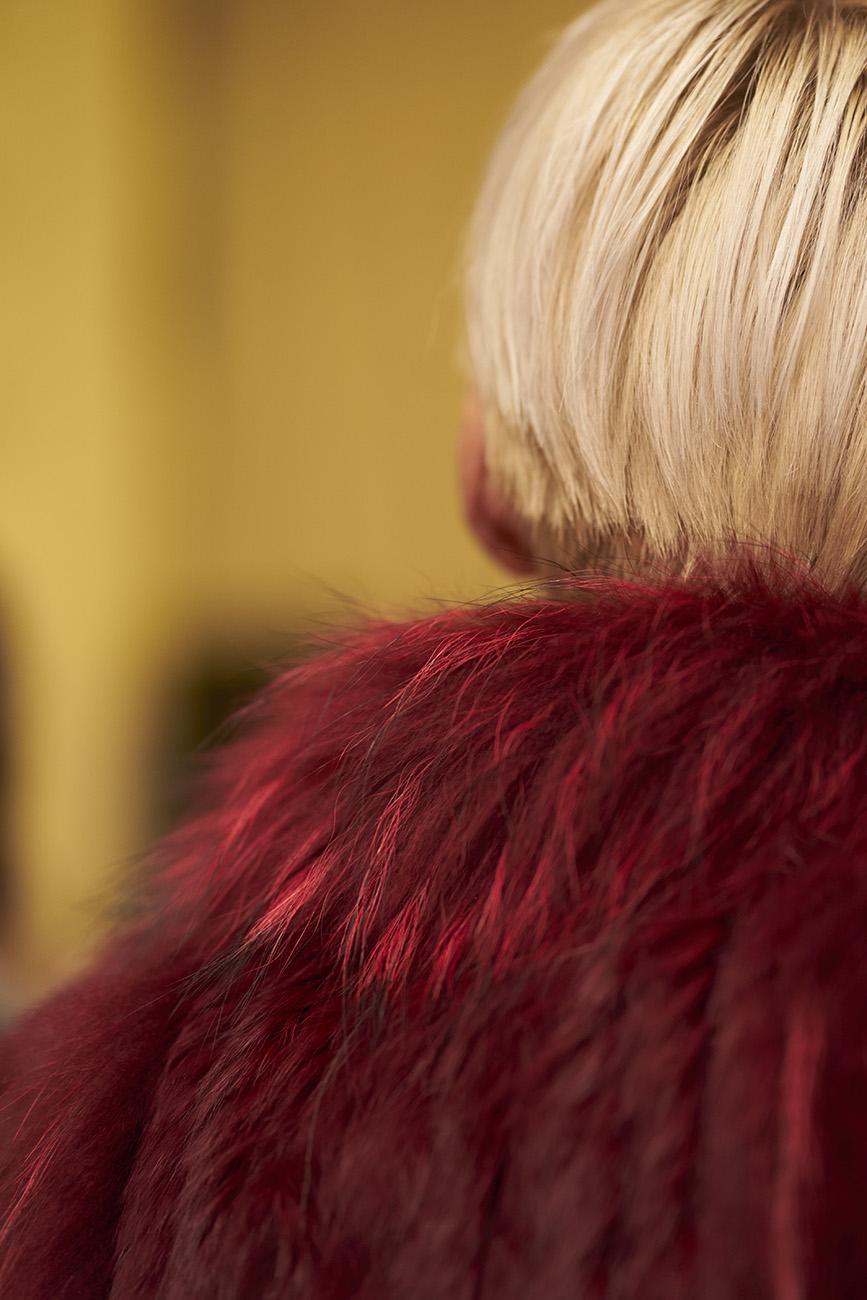 Frau mit rotem Pelz © Monika Probst, Köln